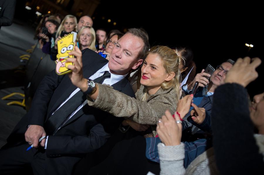 11-zurich-film-festival-2015-kiefer-sutherland-selfie