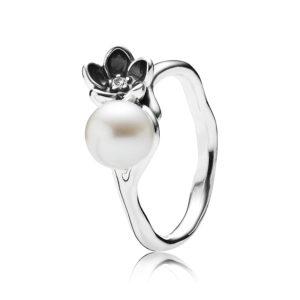 PANDORA Floraler Sterling-Silber Ring mit schwarzer Emaille und Süsswasserzuchtperle CHF 75.--