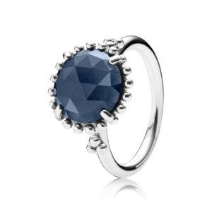 PANDORA Ring aus Sterling-Silber und mitternachtsblauem Kristall CHF 89.--
