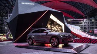 Elektromobilität mit dem neuen Audi e-tron am Flughafen München besichtigen