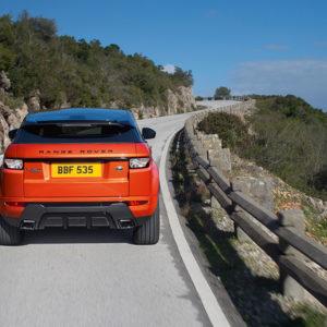 Bestseller Range Rover Evoque Dynamic 2015 hinten mit neuem Topmodell