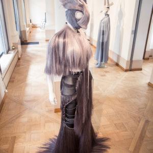"""Kollektion """"Paris hait gris"""" von Charlie Le Mindu mit Hairdreams-Haaren"""