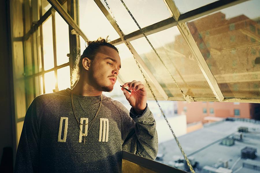 Estikay neues Debütalbum »Auf entspannt« - Rapper