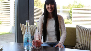 evian® Limited Edition Glasflasche mit Christian Lacroix im Paseo-Design