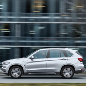 Fahr - BMW X5 xDrive40e Hybrid-Serienautomobil