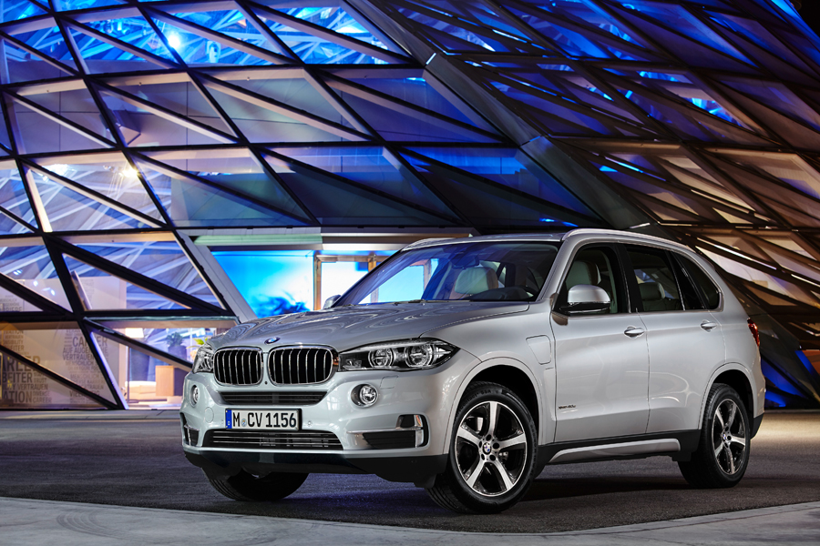 Front - BMW X5 xDrive40e - das erste Plug-in-Hybrid-Serienautomobil