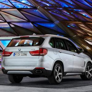 Hinten - BMW X5 xDrive40e - das erste Plug-in-Hybrid-Serienautomobil