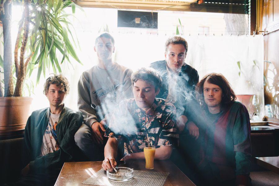 indiepop-band-von-wegen-lisbeth-mit-dem-debuet-album-grande-tour