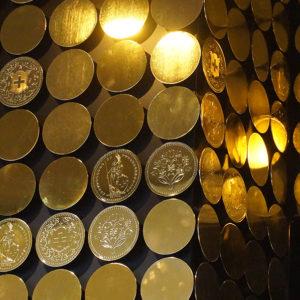 KAMEHA GRAND Zürich öffnen seine Tore Goldige Münzen