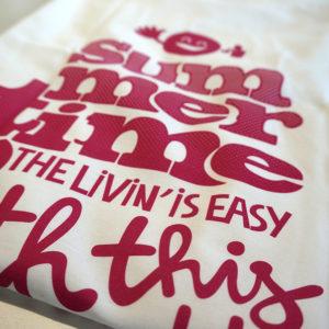 Likoli der Kater überrascht mit T-Shirts