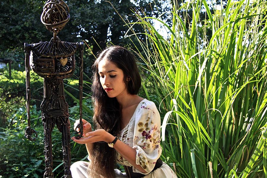Miss Schweiz Lauriane Sallin präsentiert ihre Skulptur