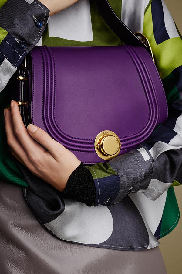 modetrends-herbstwinter-2015-16-bally-violette-tasche