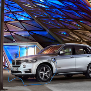 Strom - BMW X5 xDrive40e - das erste Plug-in-Hybrid-Serienautomobil