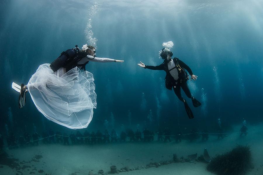 Traumhochzeit unter Wasser auf dem Meeresboden Monacos