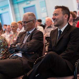 Buchautor Gregor Loser, Christian Fiechter und Ständerätin Karin Keller-Sutter. Im Hintergrund in der Flight Attendant Uniform der Laudatio-Überraschungsgast Jana Federer.