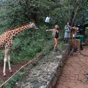 Heisse Kurven vor der Wildnis Kenias: der Miss Tuning-Kalender 2015
